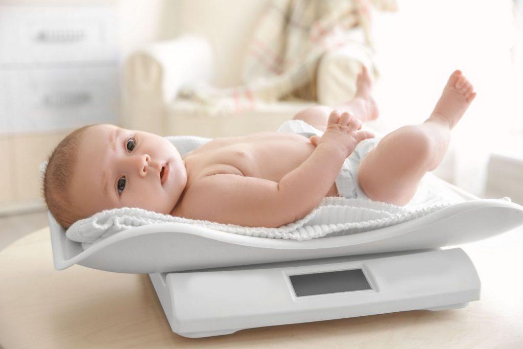 Gewichtstabelle: Wie schwer muss ein Baby sein?