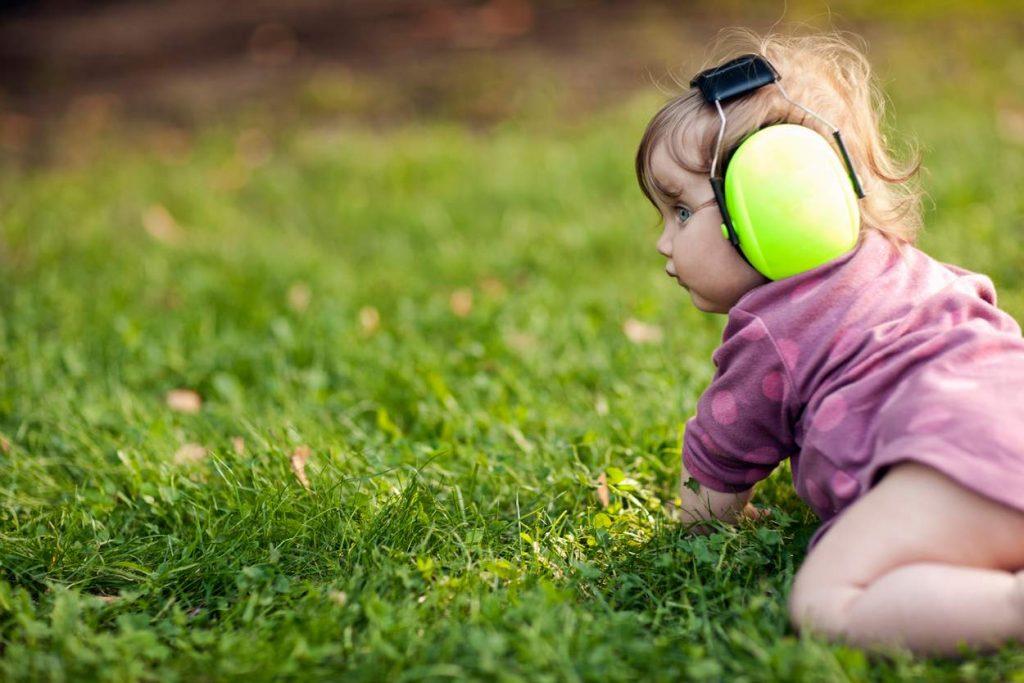 Gehörschutz fürs Baby: So schützt Du dein Kind vor Lärm und Überforderung