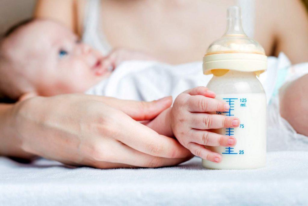 Der große Irrtum über die optimale Trinkmenge bei Babys