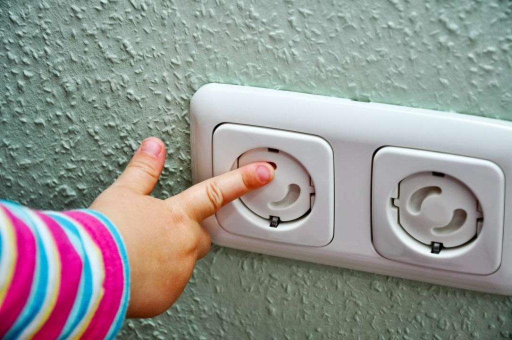 Wie kann man das Kinderzimmer sicher machen? Gefahrenquellen finden und eliminieren