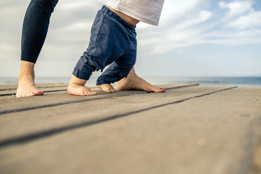 Die ersten Schritte - Ab wann lernen Babys laufen?