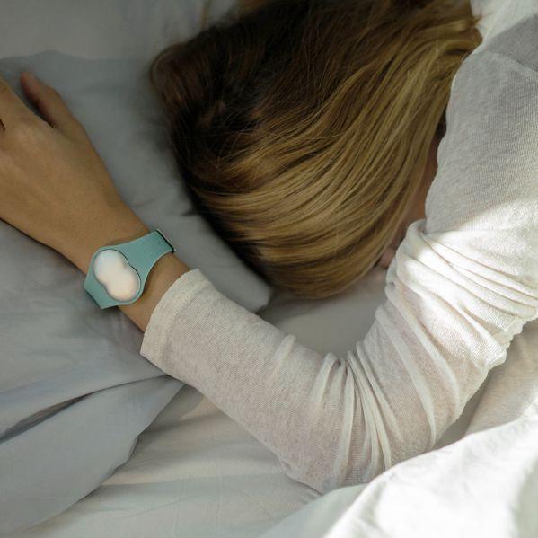 Erfahrungen beim Schlafen mit Armband von Ava am Handgelenk
