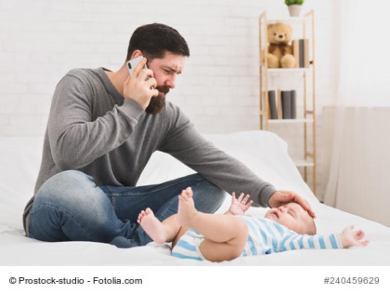 Baby mit Fieber nach Impfung