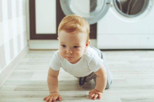 Ab wann krabbeln Babys?