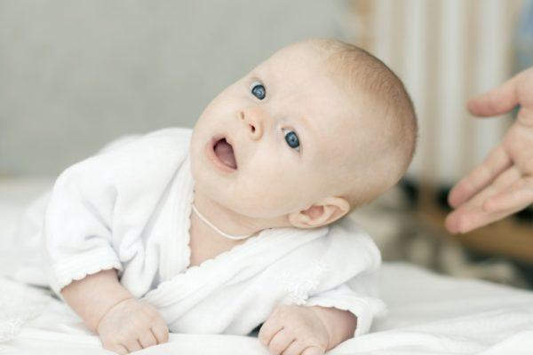 Baby mit 8 Wochen Schub