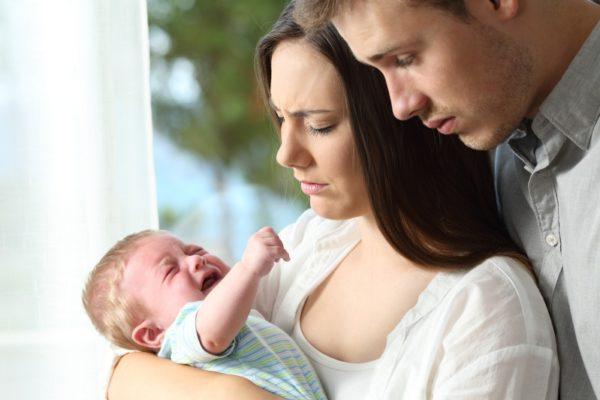 Baby überstreckt Kopf nach hinten