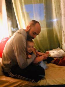 Vater Macht Windelfrei Mit Sohn